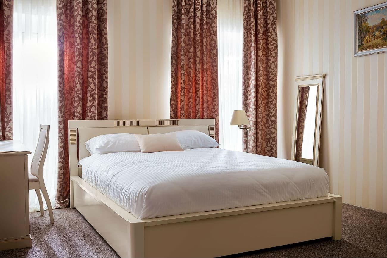 Anderthalbfaches Bett «Karina», Ivory mit Gold