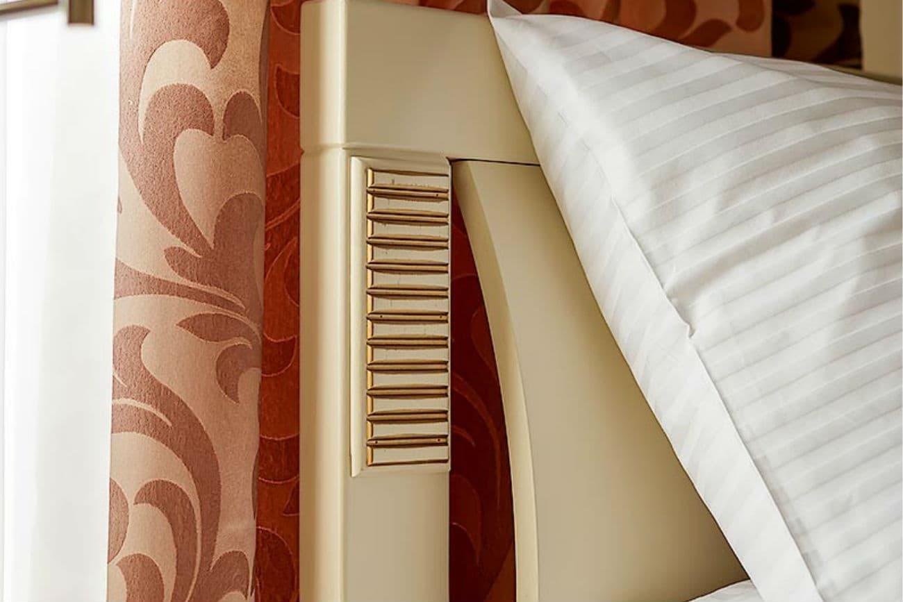 Kopfende des anderthalbfachen Betts «Karina», Ivory mit Gold