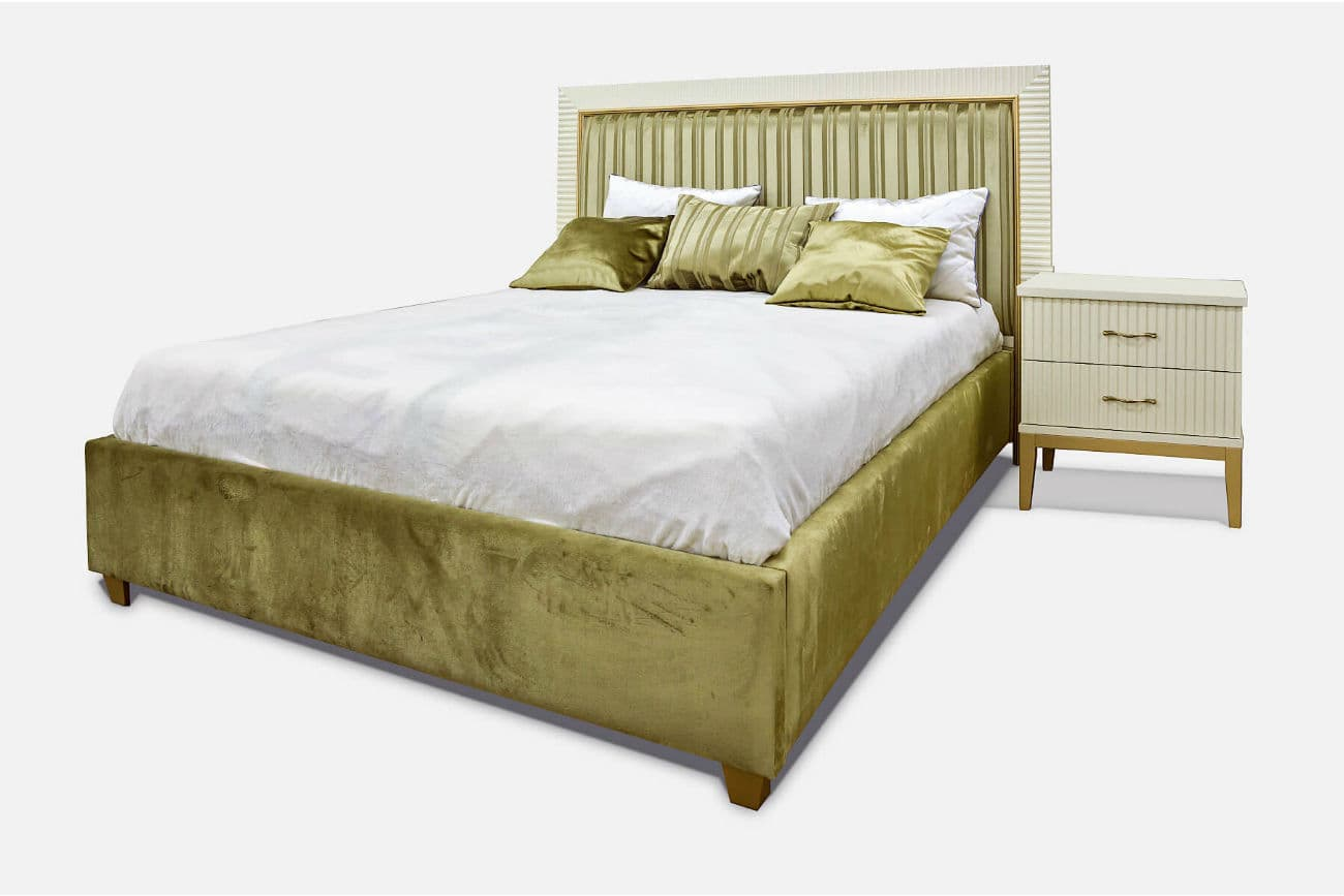 Holz Doppelbett mit einem hohen weichen Rücken «Audrey»