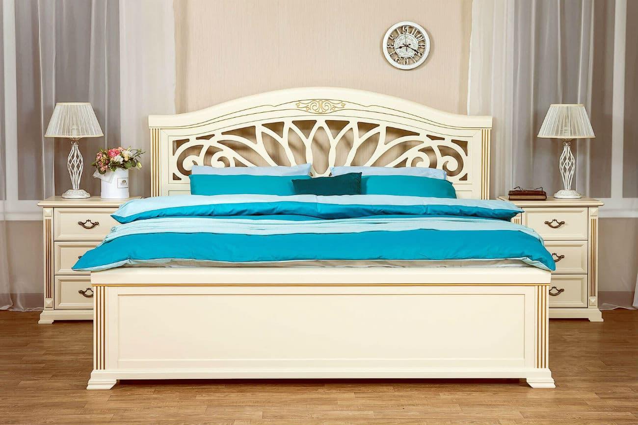 Doppelbett «Camellia» mit Nachttischen