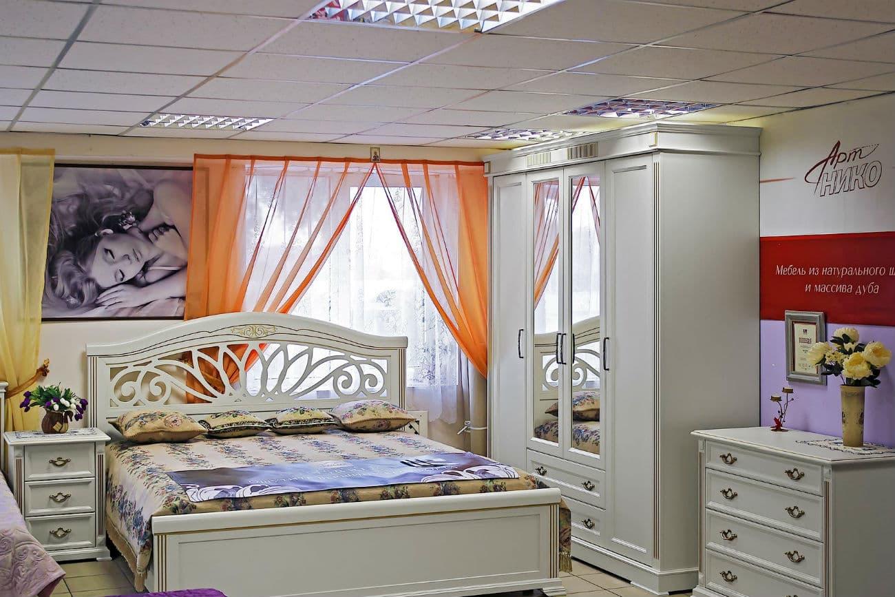 Doppelbett «Camellia», Kleiderschrank, Kommode und Nachttisch