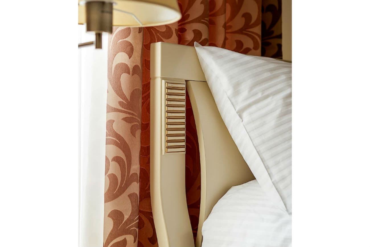 Kopfende des Betts «Karina», Ivory mit Gold