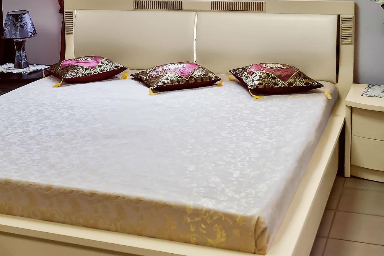 Doppelbett «Karina» mit Polstereinlagen