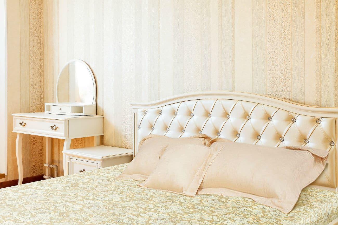 «Helen» Bett mit Schminktischund Nachttisch
