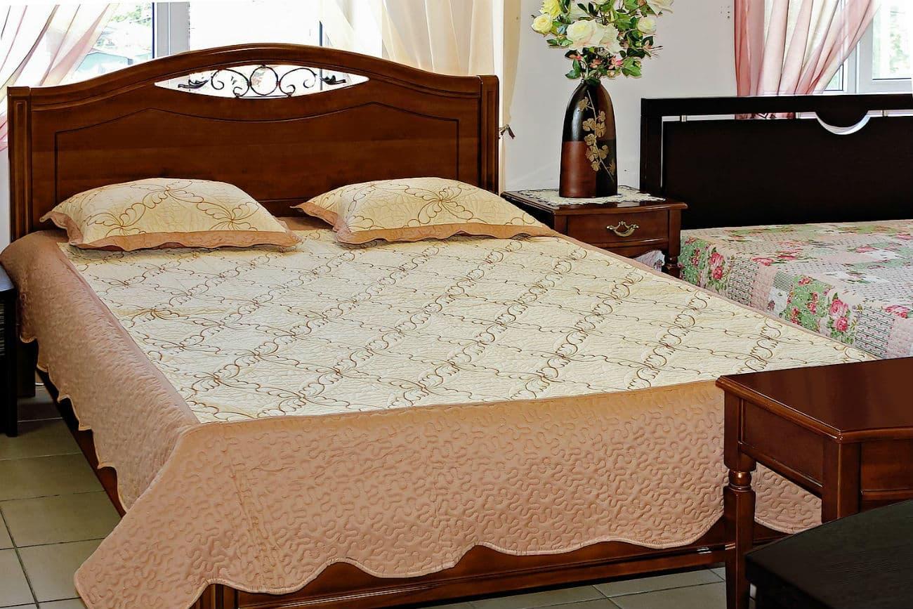 «Sofia» Doppelbett mit geschmiedetem Einsatz