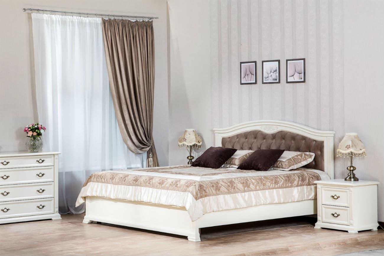 «Helen» Bett mit Schminktisch, Kommode und «Victoria» Nachttisch