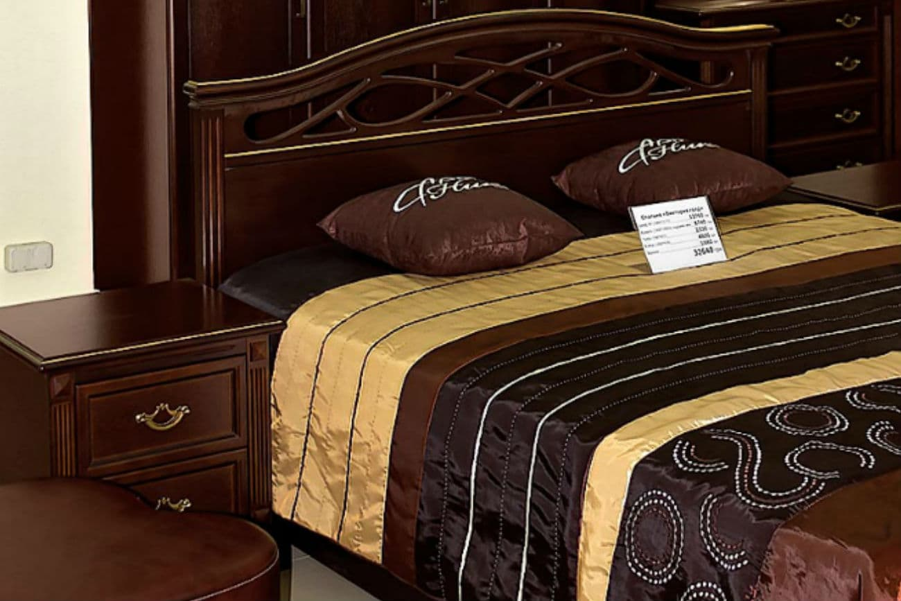 Doppelbett «Victoria» mit Hebemechanismus und viertürigem Kleiderschrank