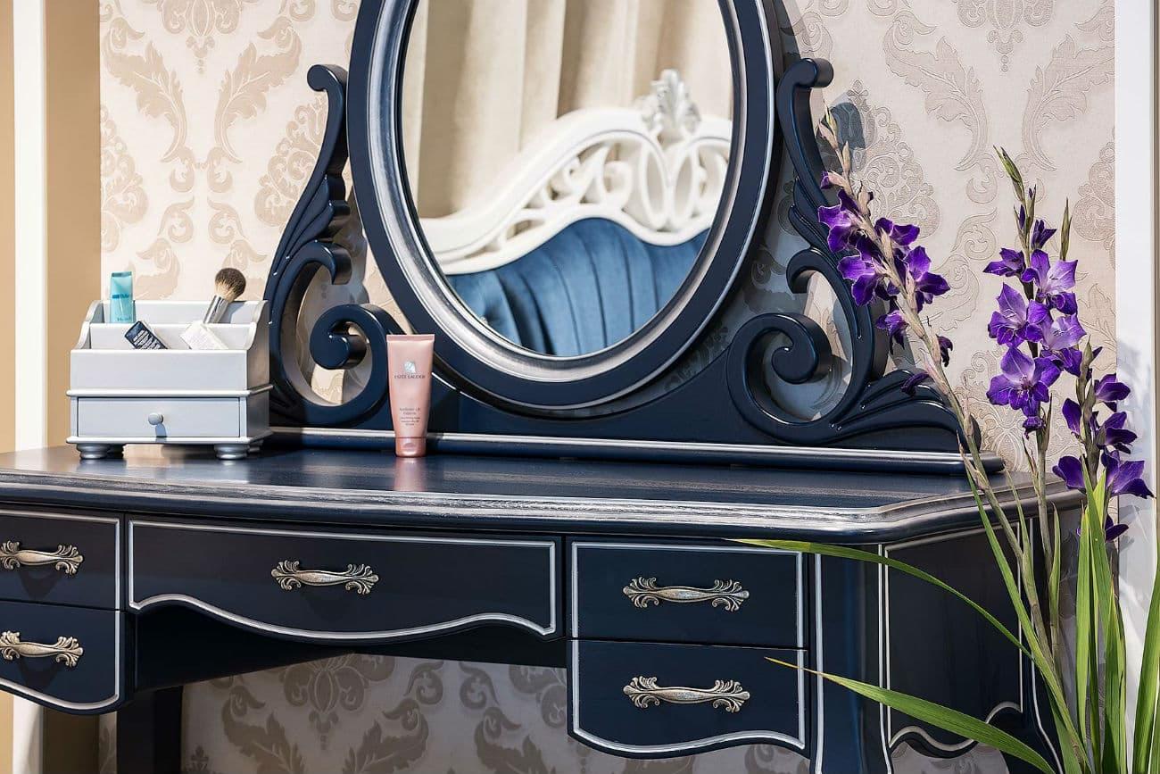 Frisiertisch «Athene» mit Tischspiegel aus Eichenmassive (ausführlicher Blick)