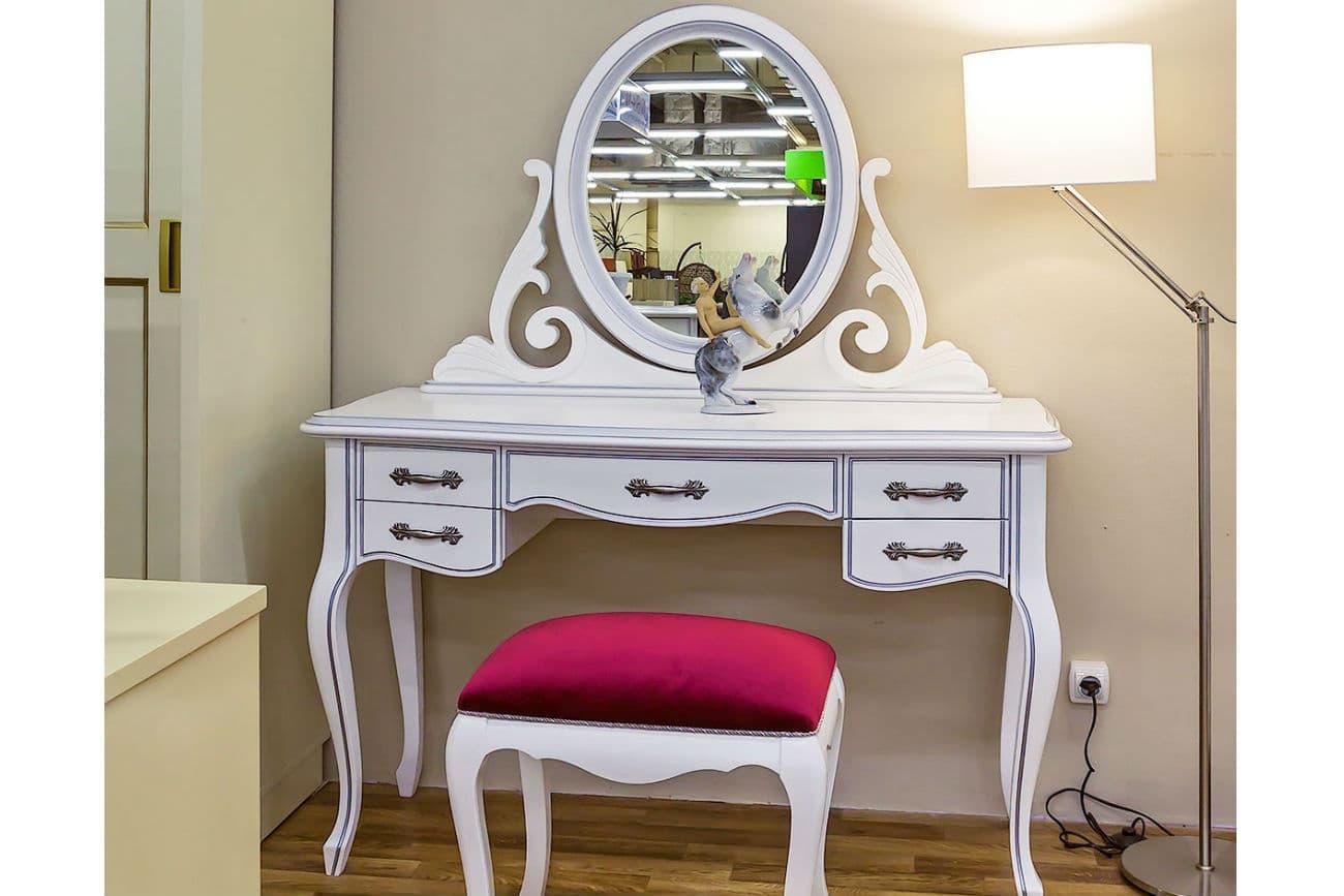 Frisiertisch «Athene» mit Spiegel im Raum