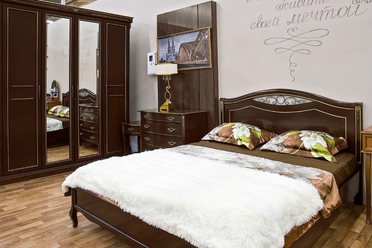 Schlafzimmer «Sophie» – dunkler Nussbaum mit Gold