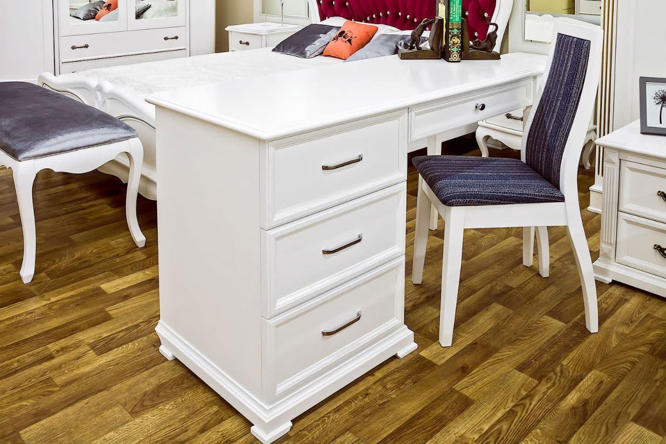 Schreibtisch «Viktoria» und Stuhl «Orion»